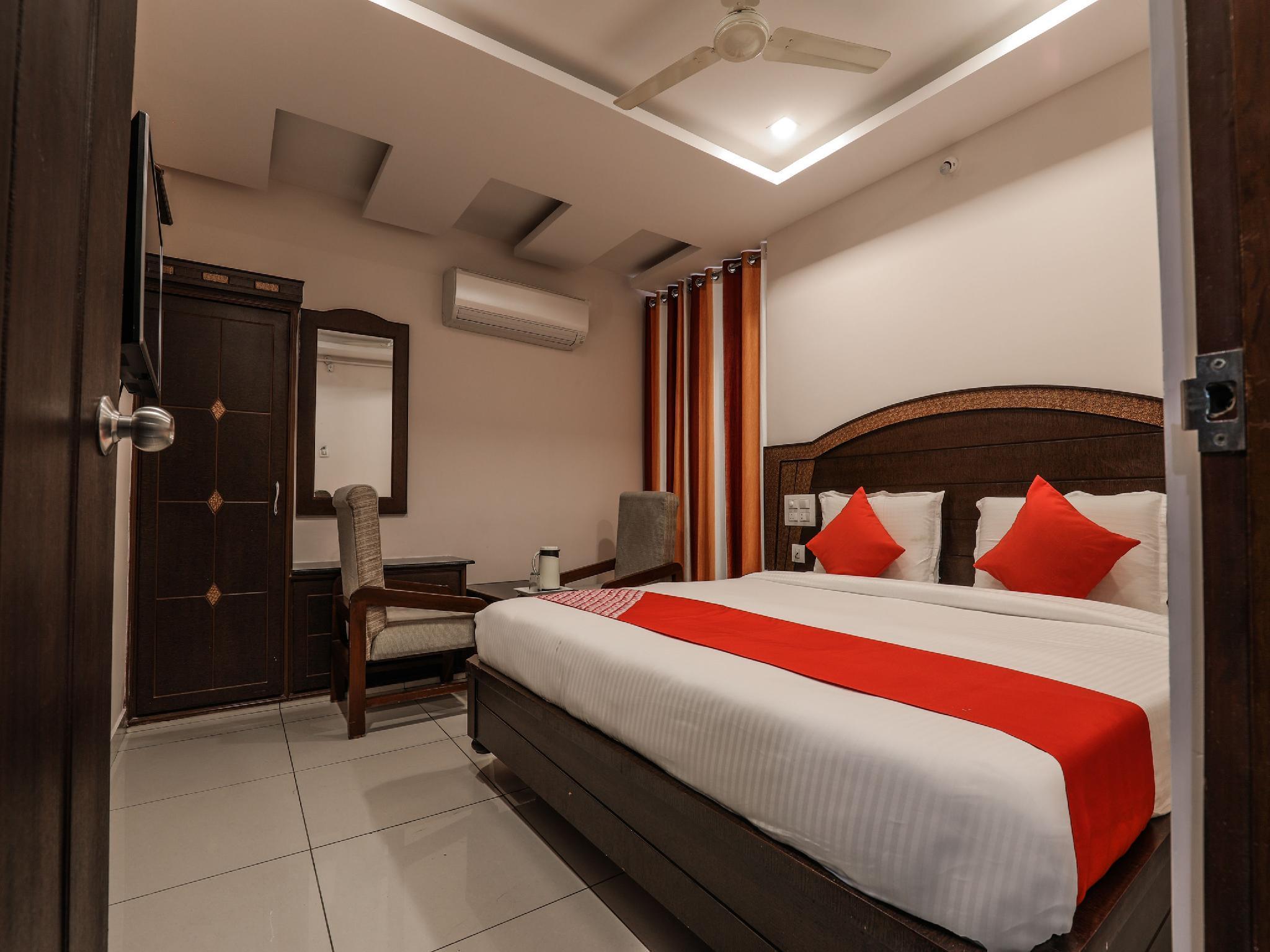 OYO 15936 Hotel Gnr Residency