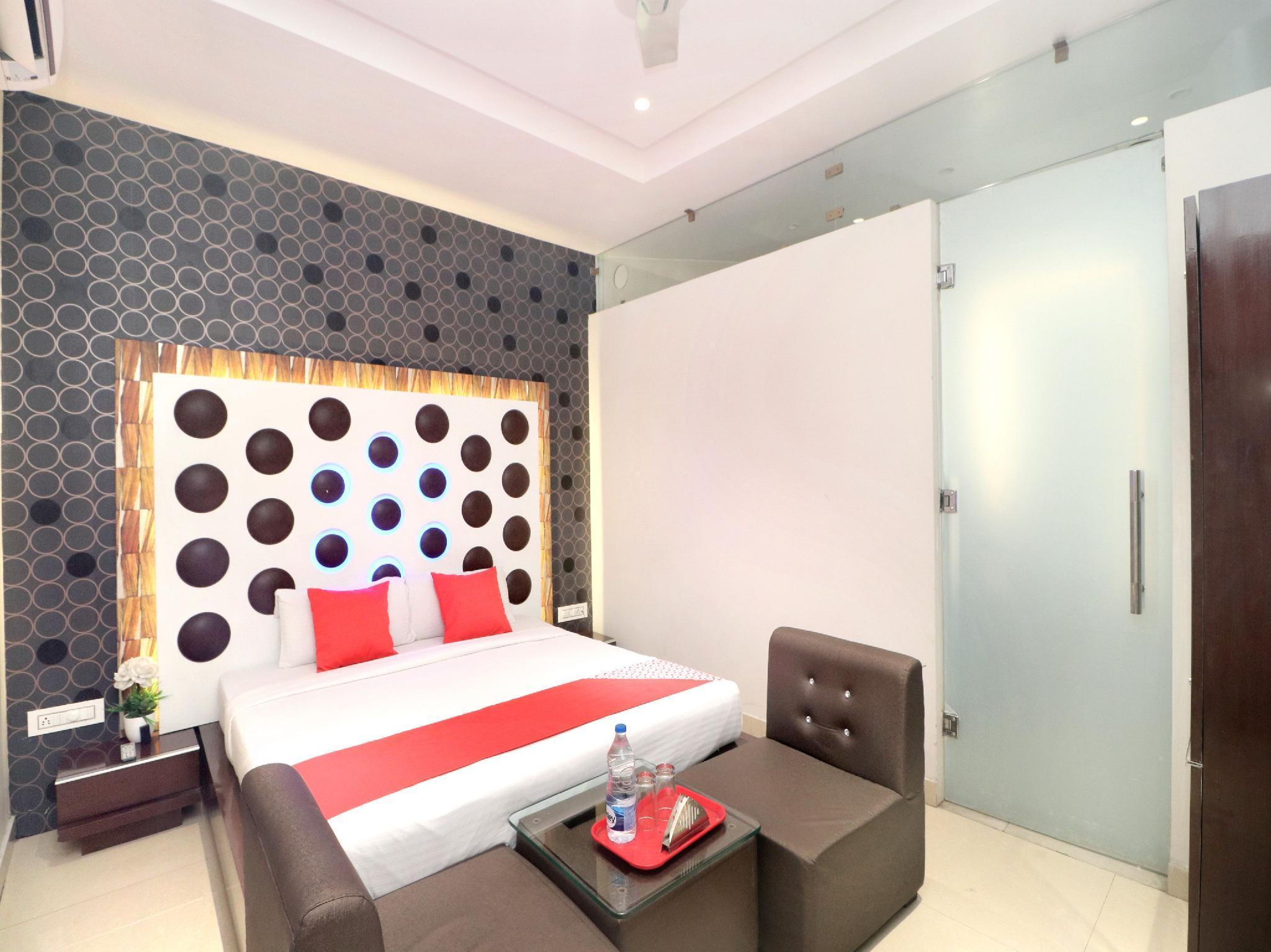 OYO 14829 Hotel J Cruise