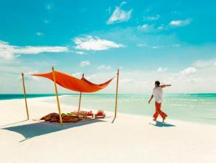Cocoa Island by COMO Maldives Islands - Picnic Lunch On Cocoa Sandbank