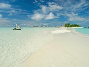 Cocoa Island by COMO Maldives Islands - Island With Boat
