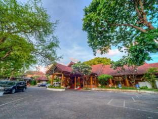 Grand Istana Rama Hotel Bali - Parking Area