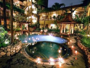 Sukajadi Hotel Bandung - Swimming Pool By Night