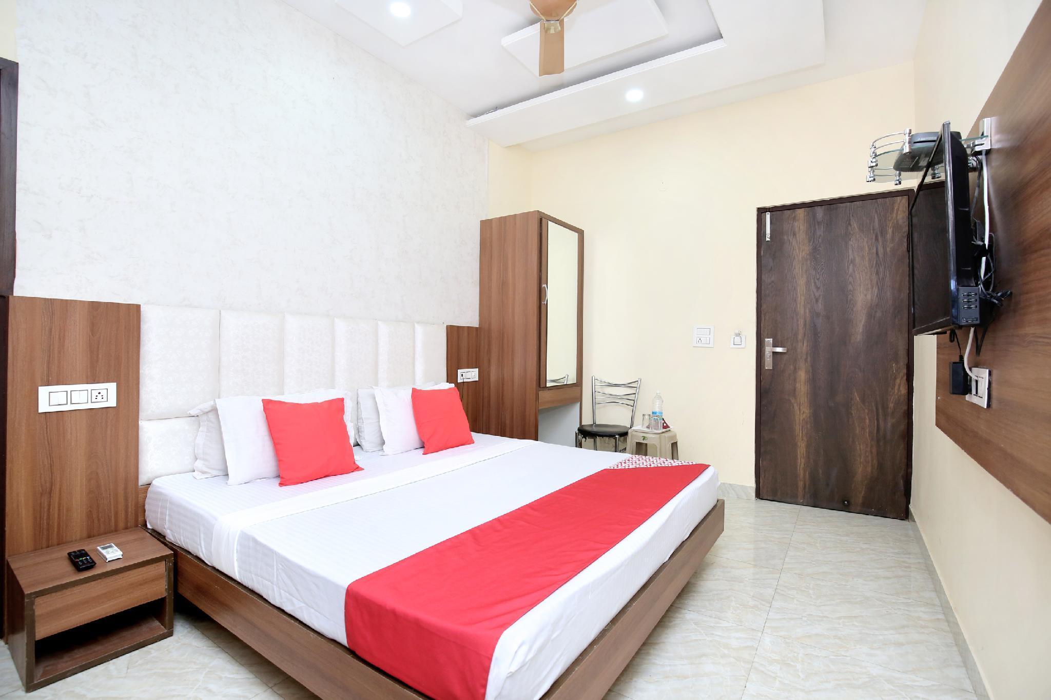 OYO 14720 Hotel G R Highway