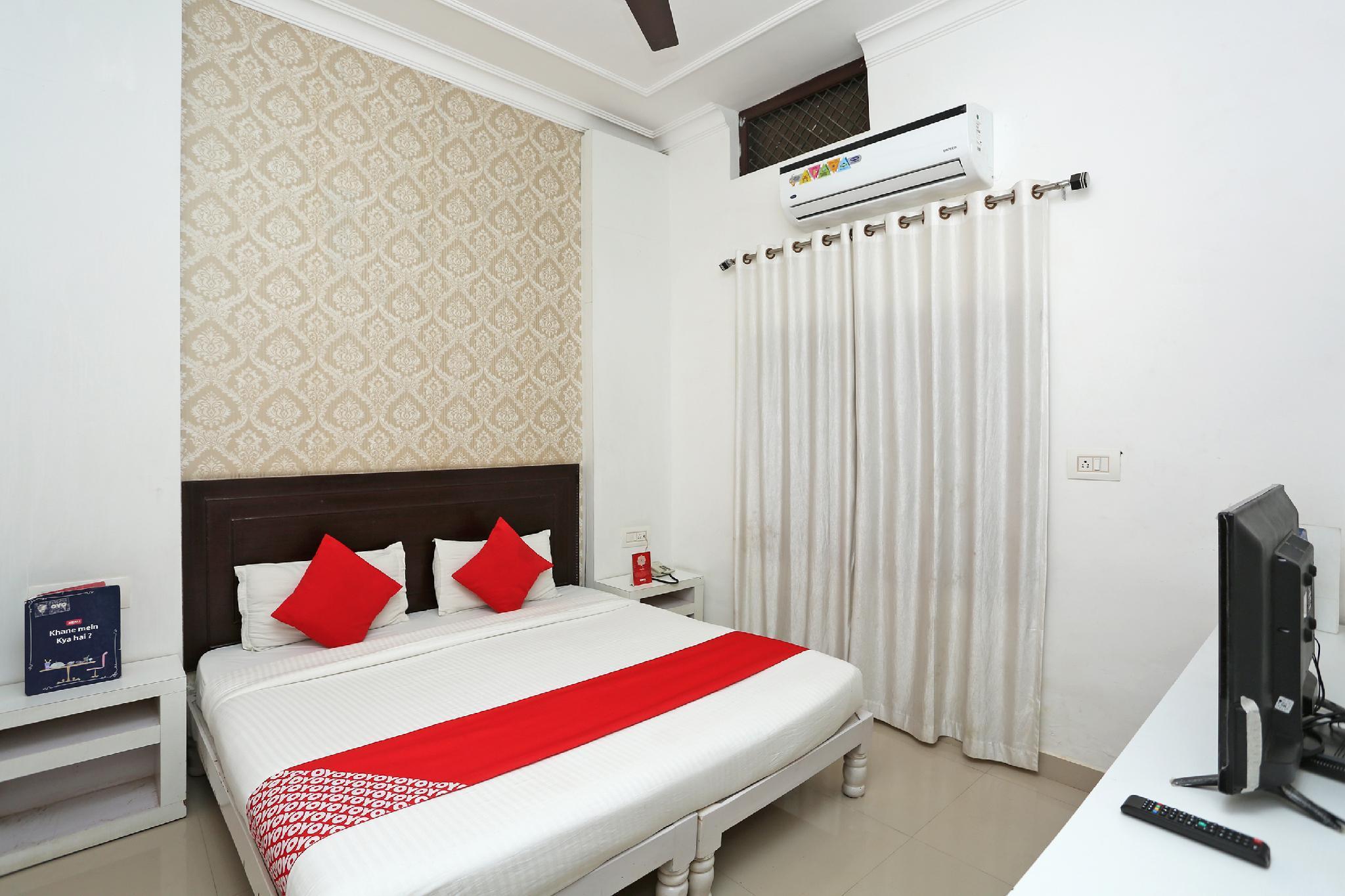 OYO 2877 Hotel Narayana Palace