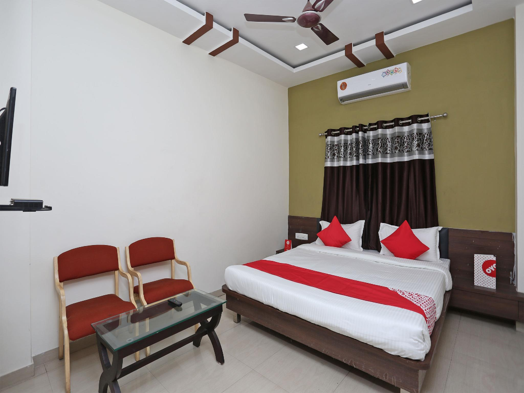 OYO 12376 Hotel Dhanraj