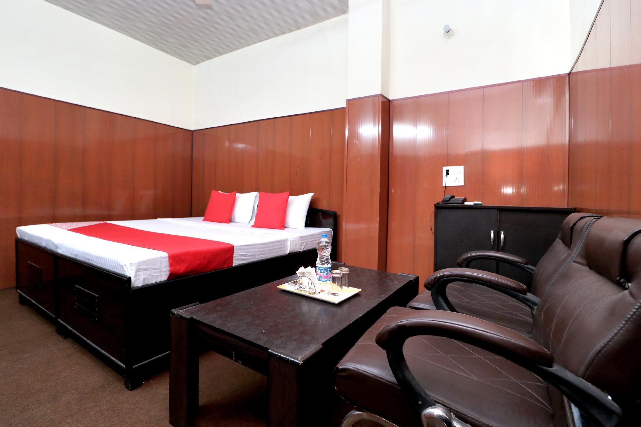 OYO 27614 Hotel Oscar Inn