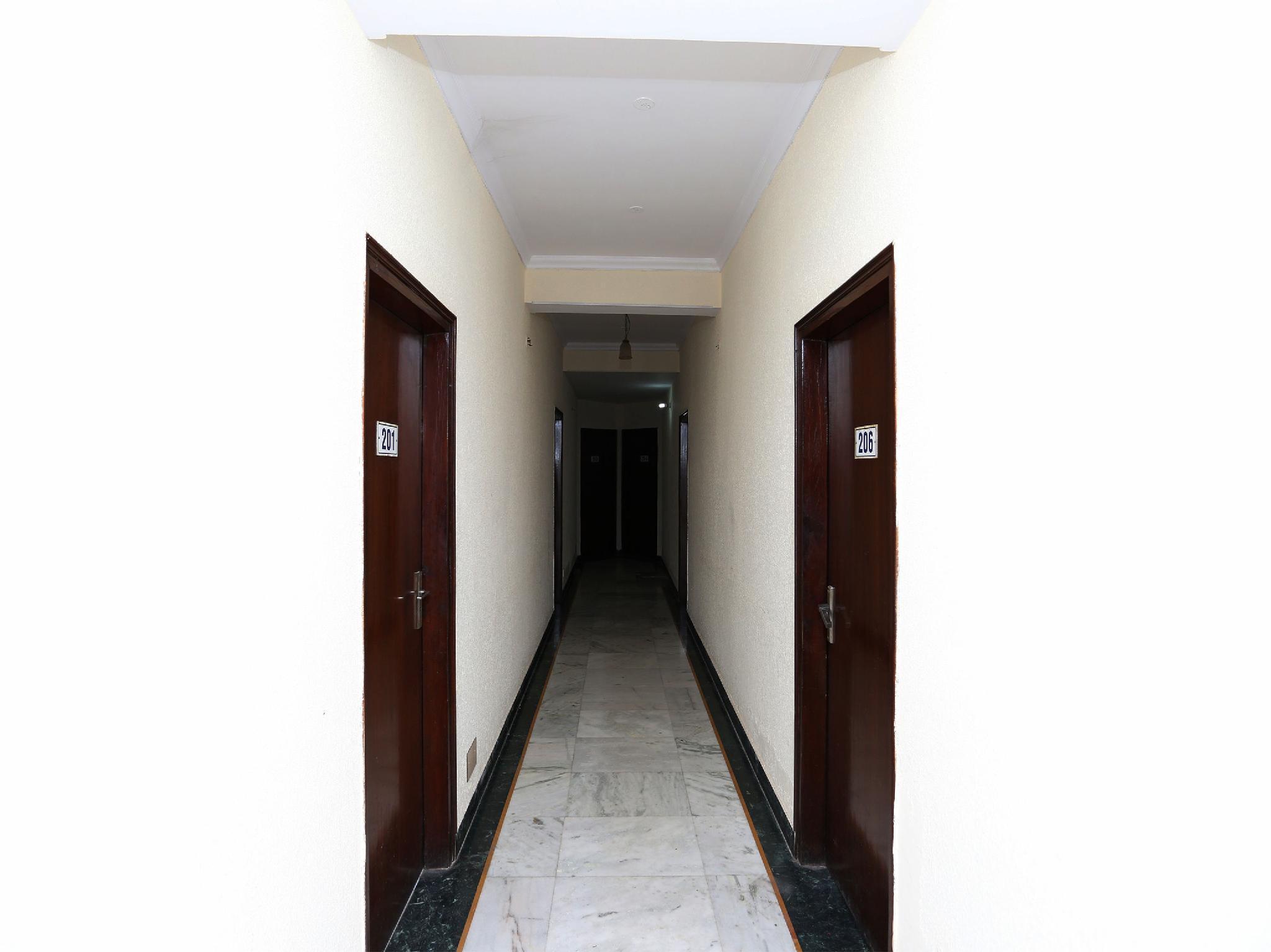 OYO 15398 The Grand Avenue Hotel
