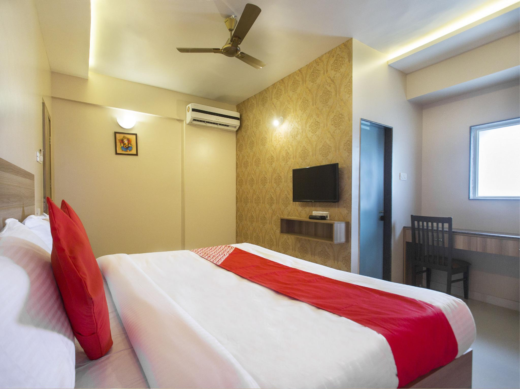 OYO 11527 Gaurav Residency