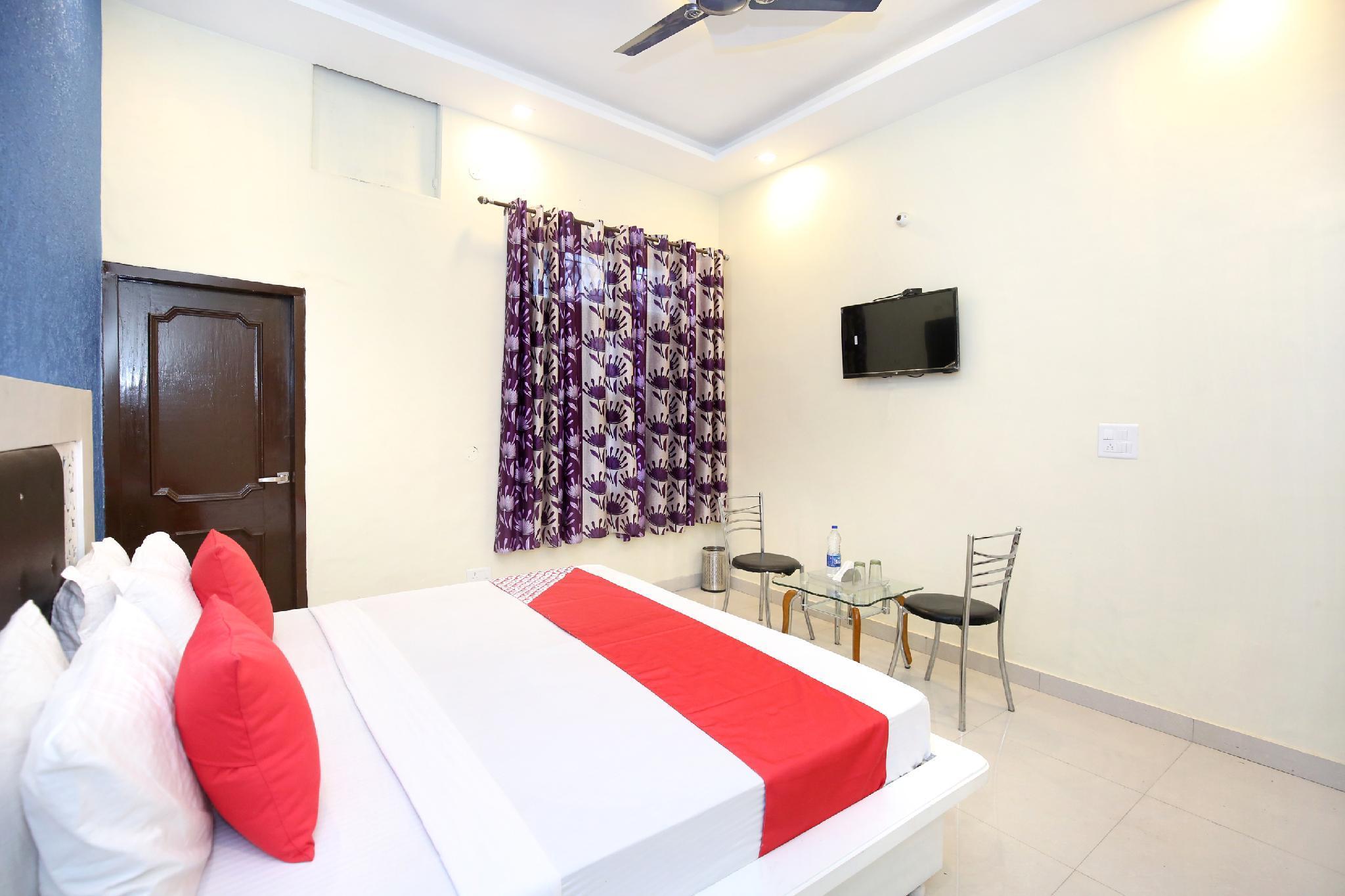OYO 13102 Hotel Adarsh