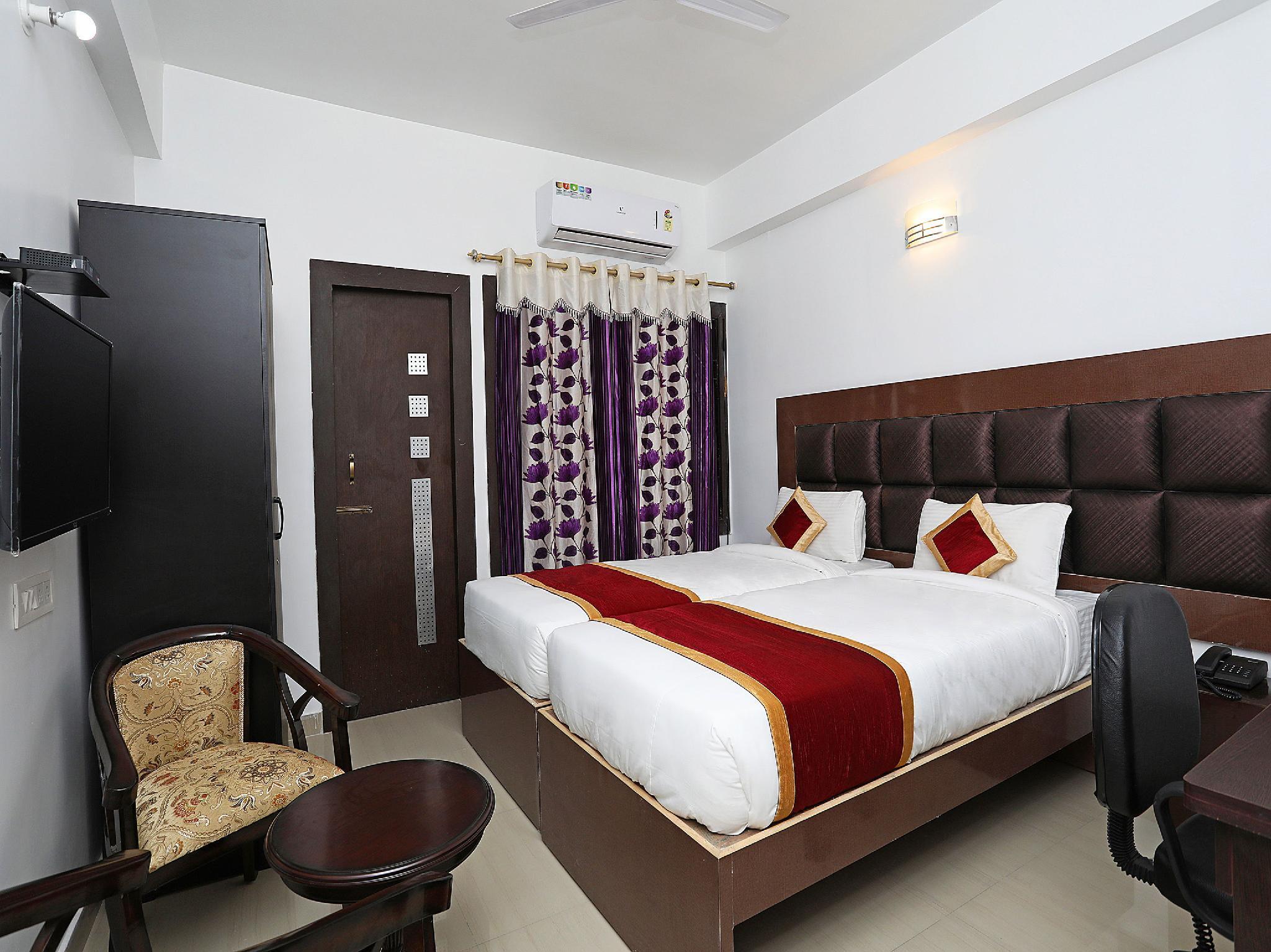 OYO 9675 Hotel Galaxy