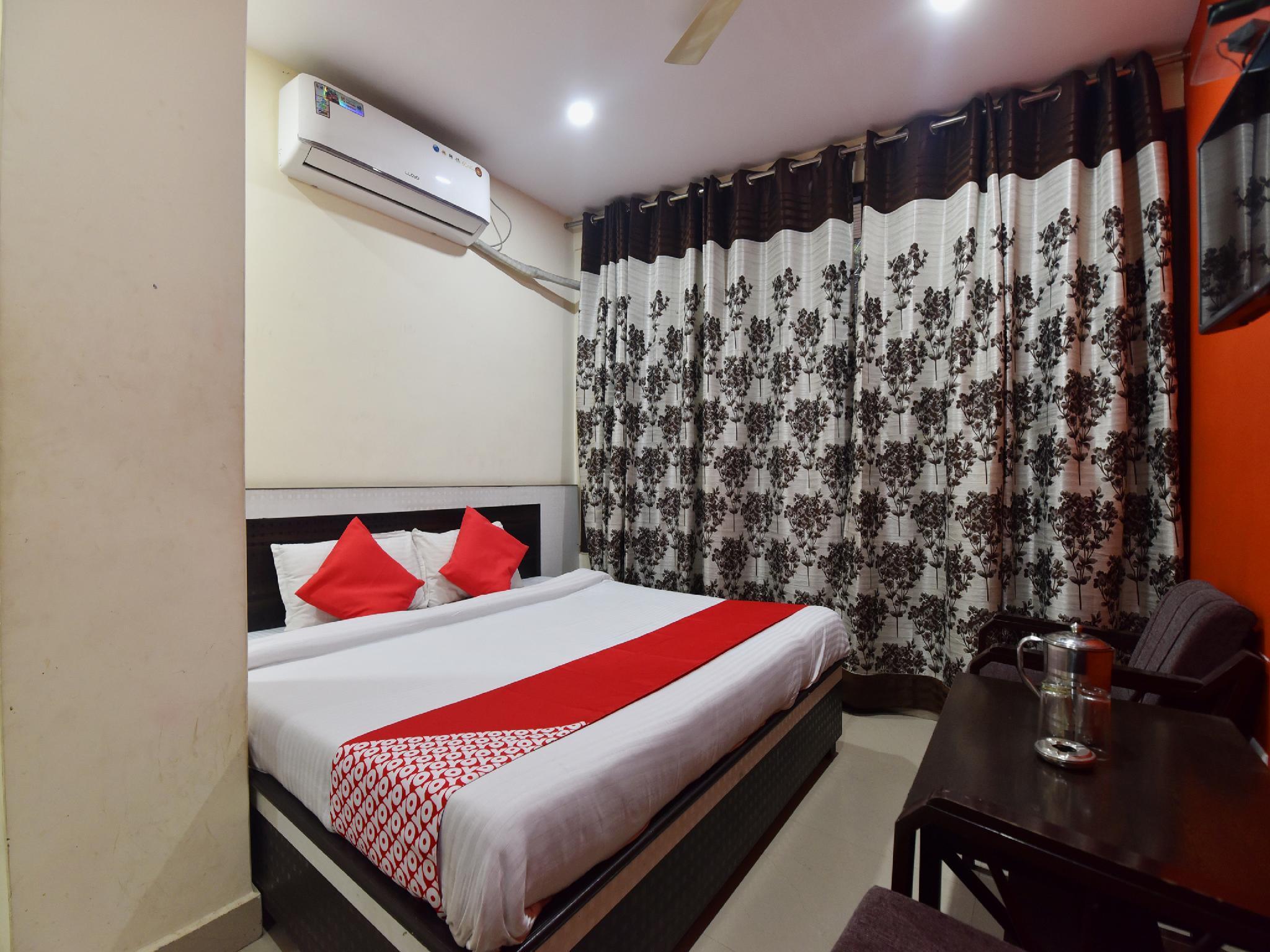 OYO 28027 Hotel Dhruv