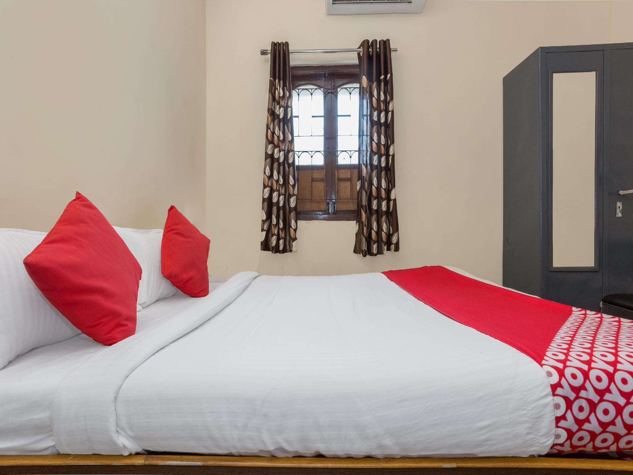 OYO 15847 Hotel Mathura Lodging