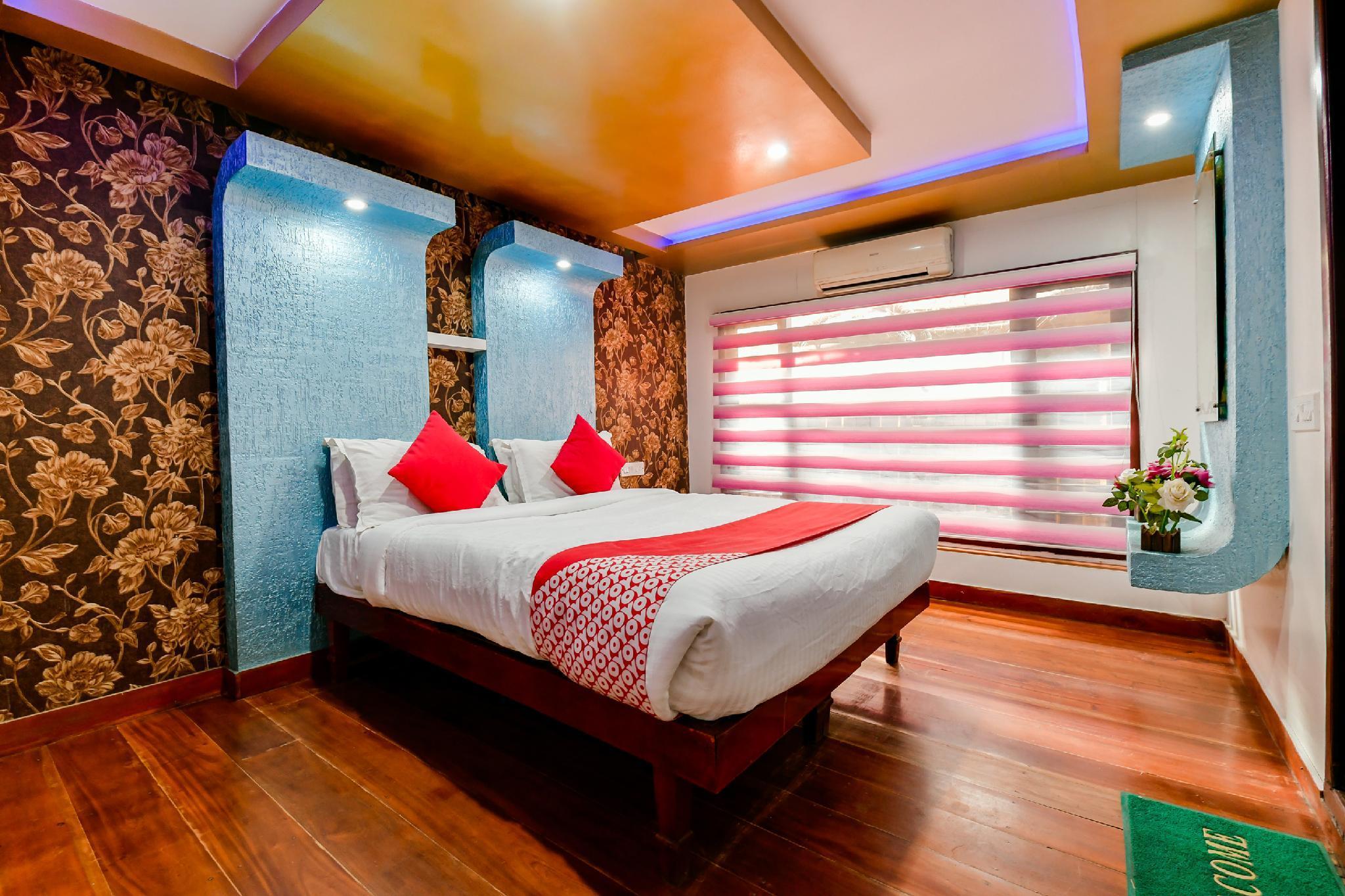 OYO 23421 Houseboat Royal Palace Premium Sharing Houseboat