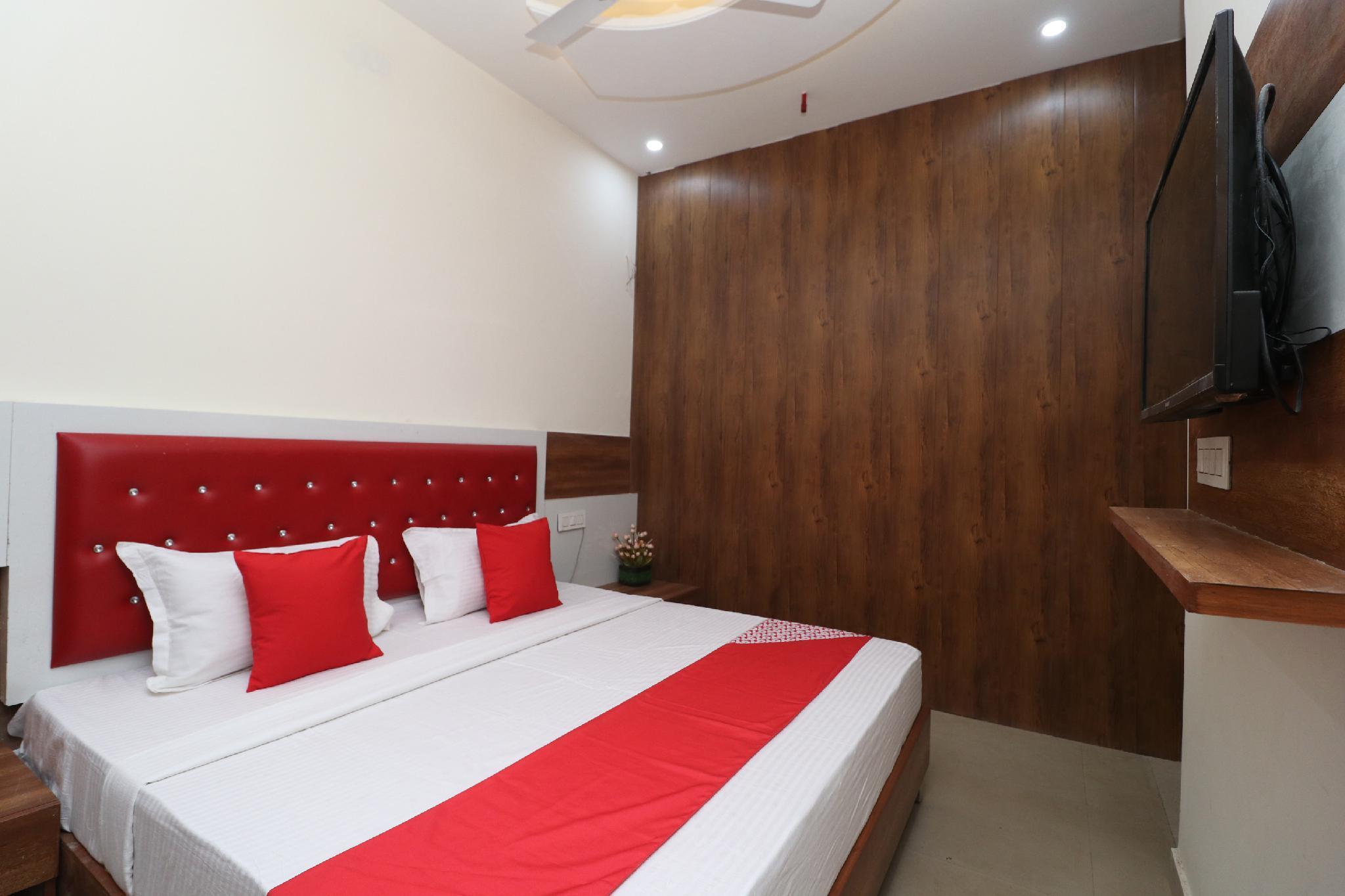 OYO 28575 Hotel JandB