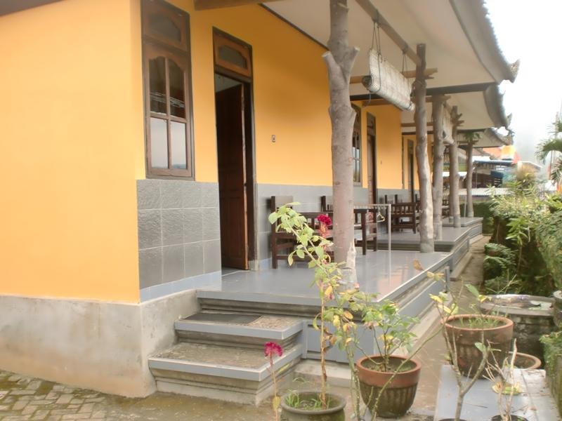 Galang Kangin Inn