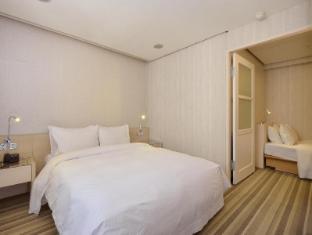 YOMI Hotel Taipei - Royal triple room