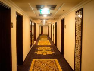 Taipa Square Hotel Macau - Guestroom Corridor