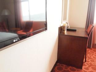 Taipa Square Hotel Macau - Satellite TV & Working desk