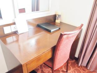 Taipa Square Hotel Macau - Working desk