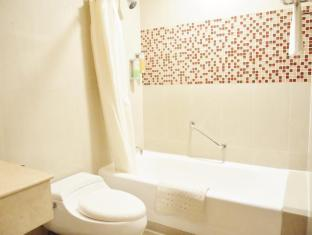 Taipa Square Hotel Macau - Bathroom