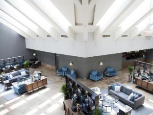 Lagoon Beach Hotel and Spa Cape Town - Reception Area