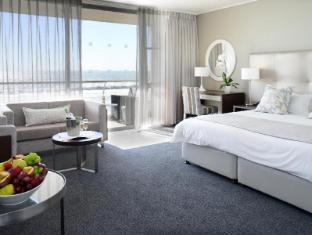 Lagoon Beach Hotel and Spa Cape Town - Guest Room