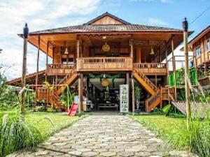 Roemah Kajoe Villa and Resto