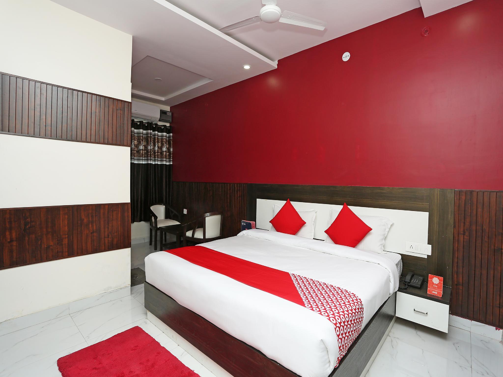 OYO 28118 Rajvanshi Palace