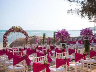 Rocky's Boutique Resort Samui - Wedding on the beach