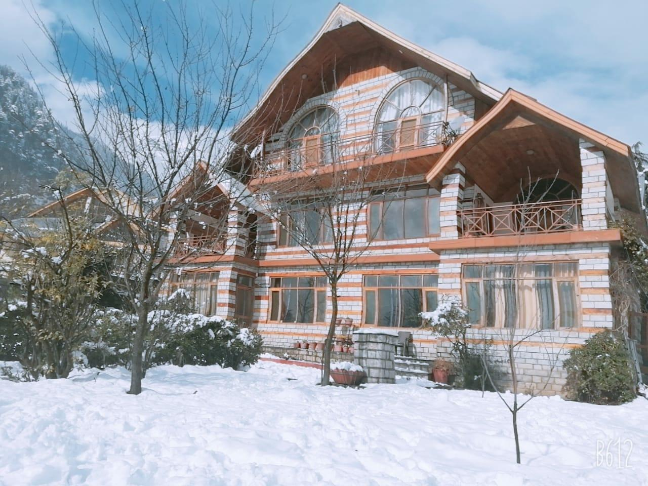 3BR Luxurious Wooden Chalet In Himalayas