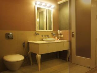 Ajanta Hotel New Delhi and NCR - Suite Room - Bathroom