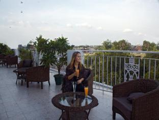 Ajanta Hotel New Delhi and NCR - Hotel terrace