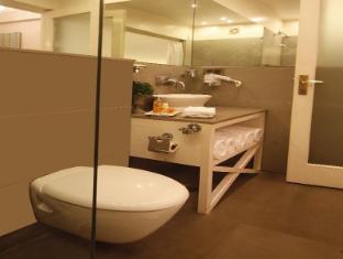 Ajanta Hotel New Delhi and NCR - Superior Room- bathroom