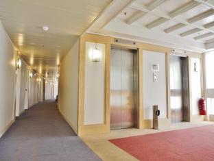 Warwick Hotel Cheung Chau Hong Kong - Lift Lobby