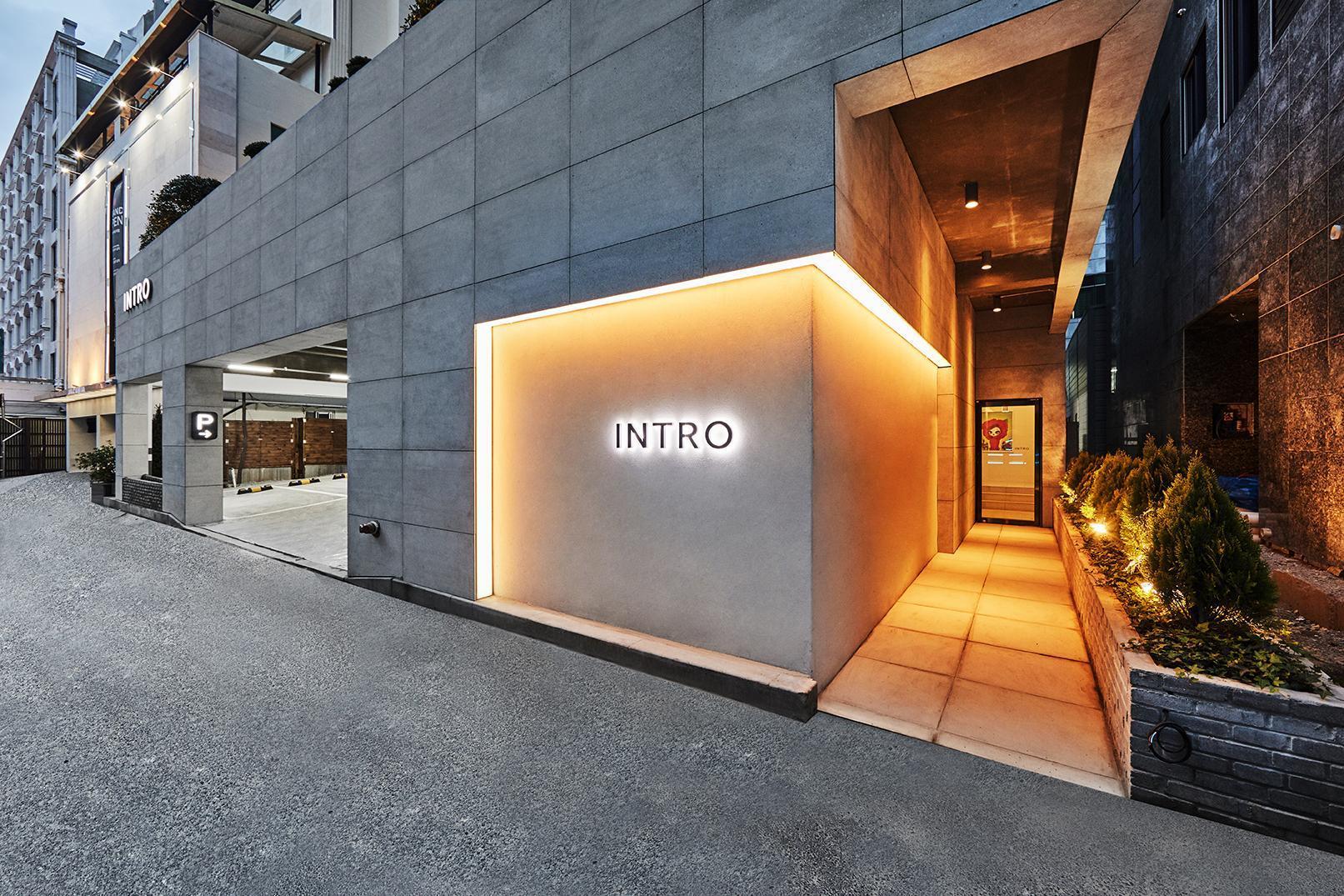 Hotel Intro