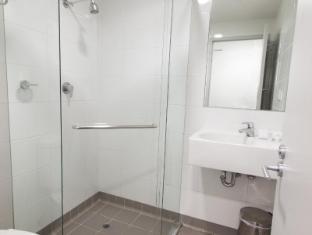 Y Hyde Park Hotel Sydney - Private Bathroom