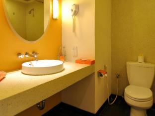 HARRIS Resort Kuta Beach Bali - Bathroom