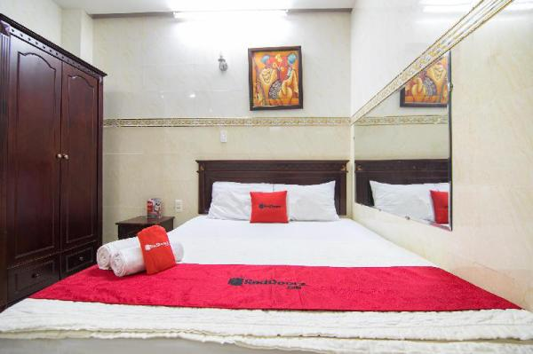 RedDoorz near Tan Son Nhat Airport Ho Chi Minh City