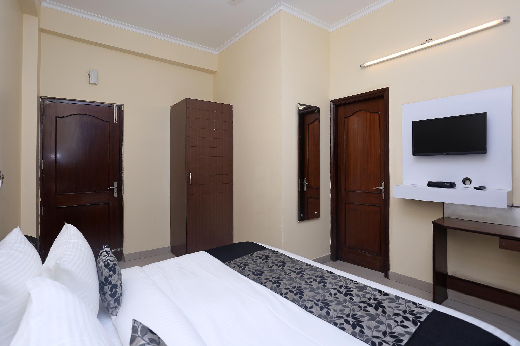 OYO 36108 Hotel Madhu