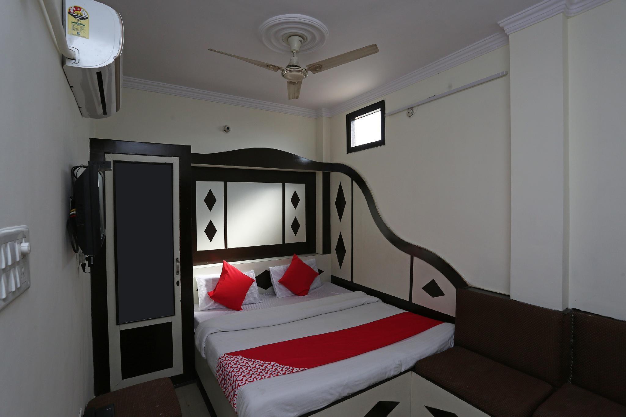 OYO 35747 Hotel Anand