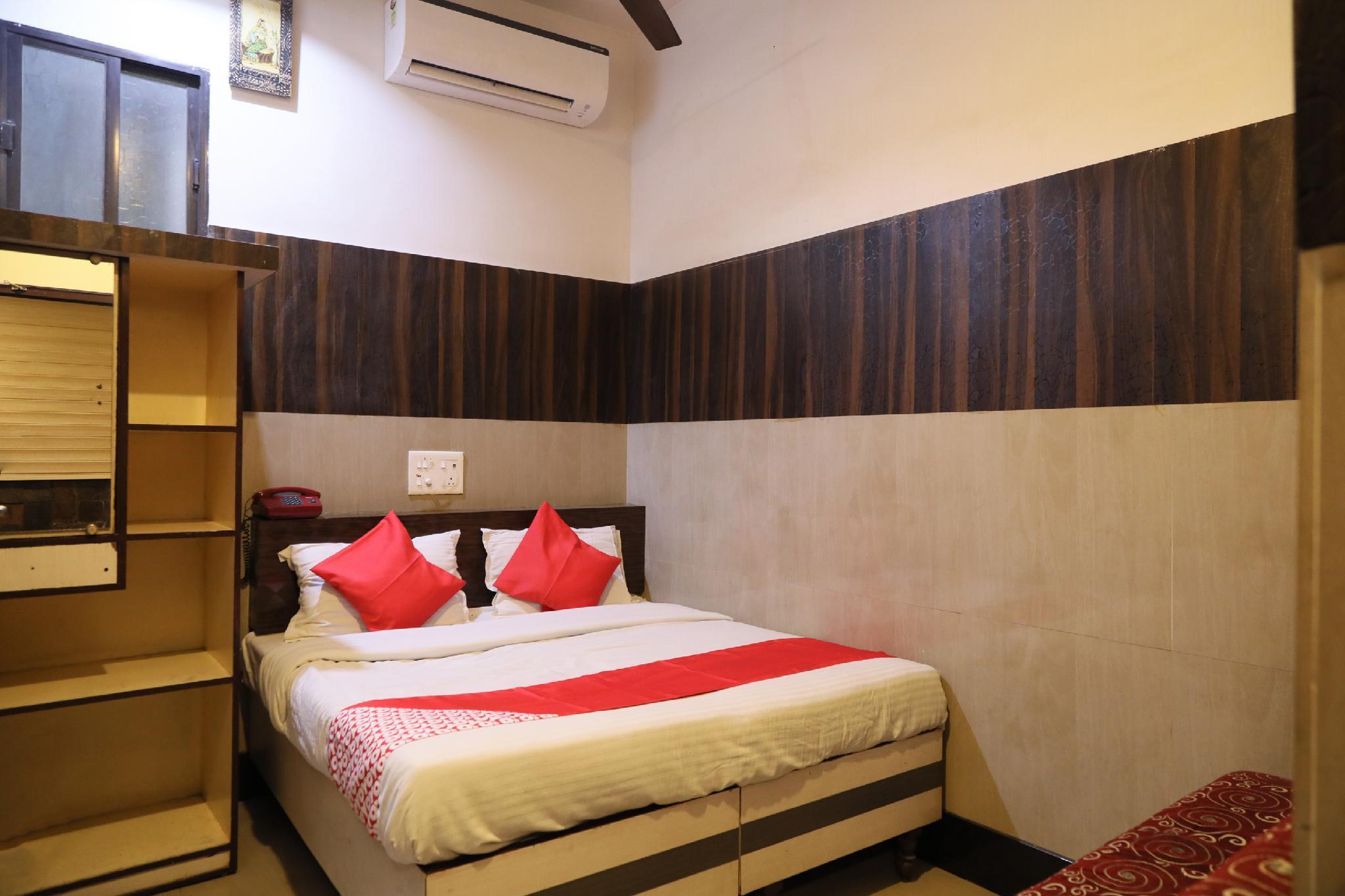 OYO 7851 Hotel Avadh
