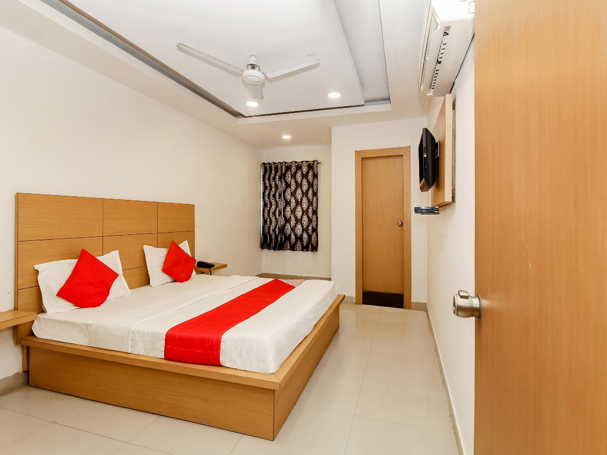 OYO 26270 Hotel 21 Avenue