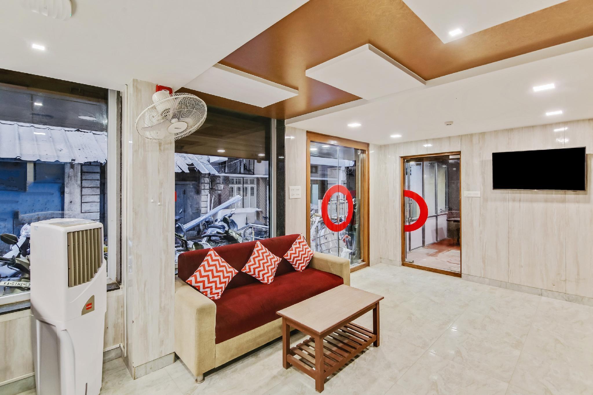 Collection O Premium 150 1st Cross Road Cottonpet