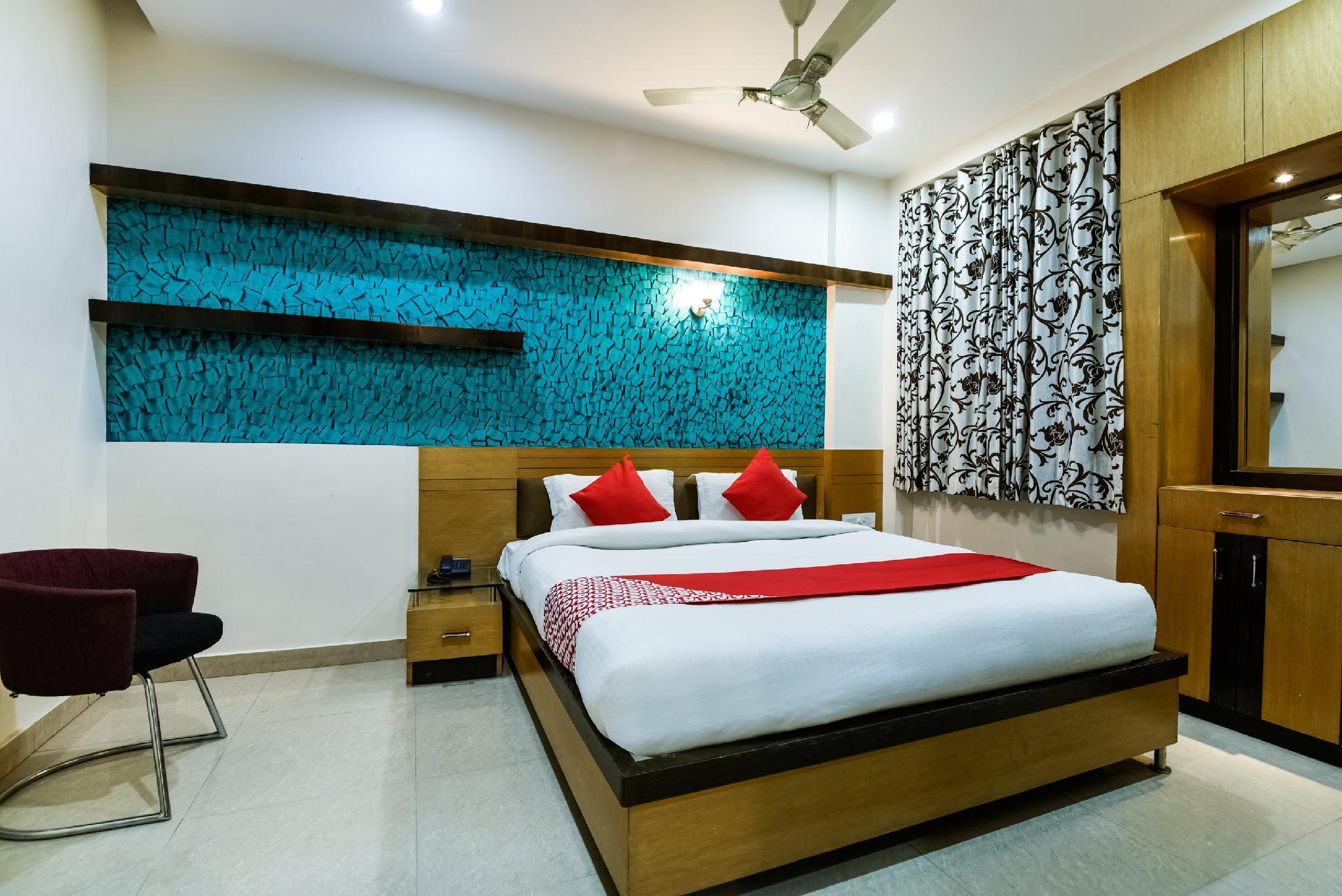 OYO 30414 Hotel Us Residency