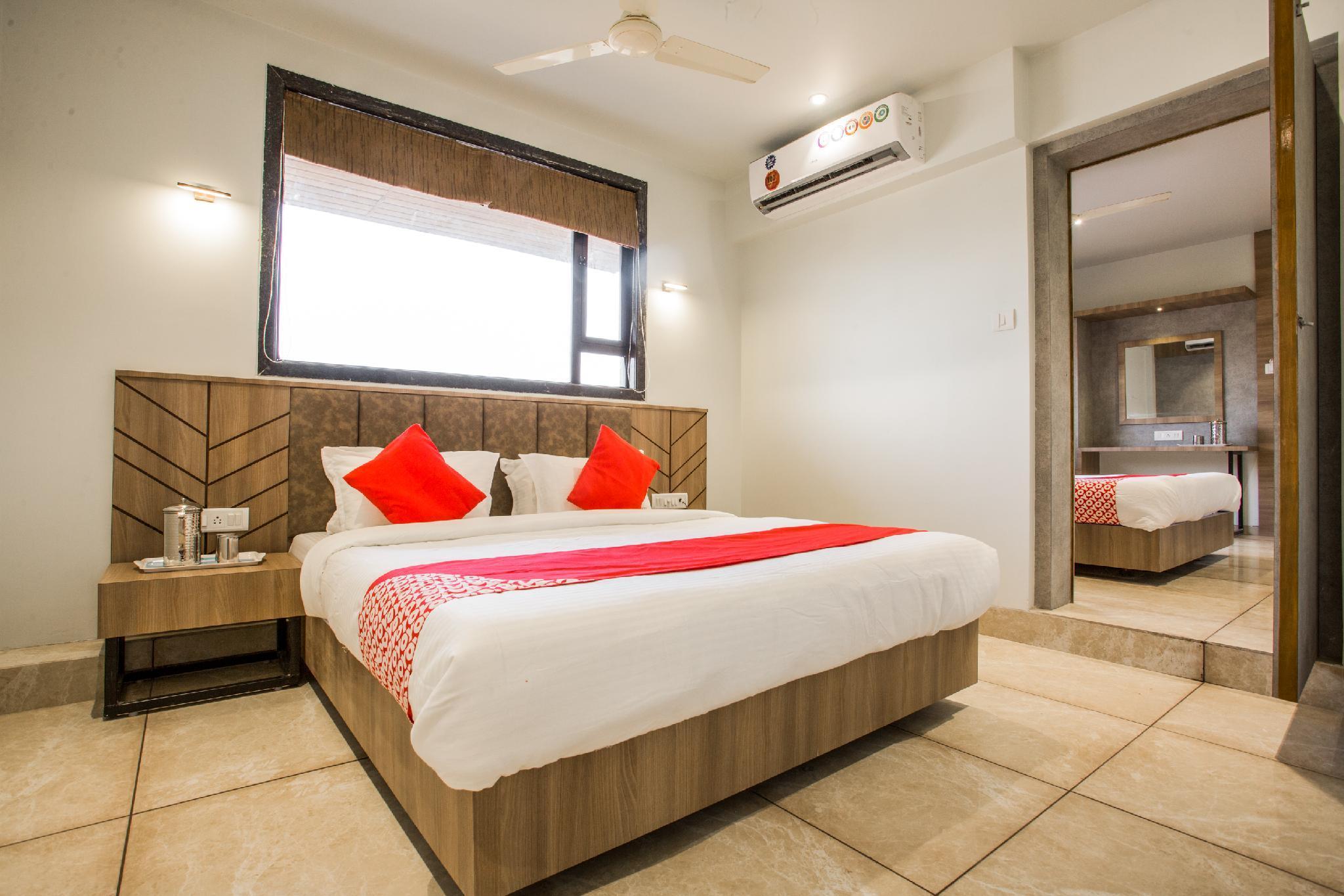 OYO 35932 Hotel Gurukrupa Residency