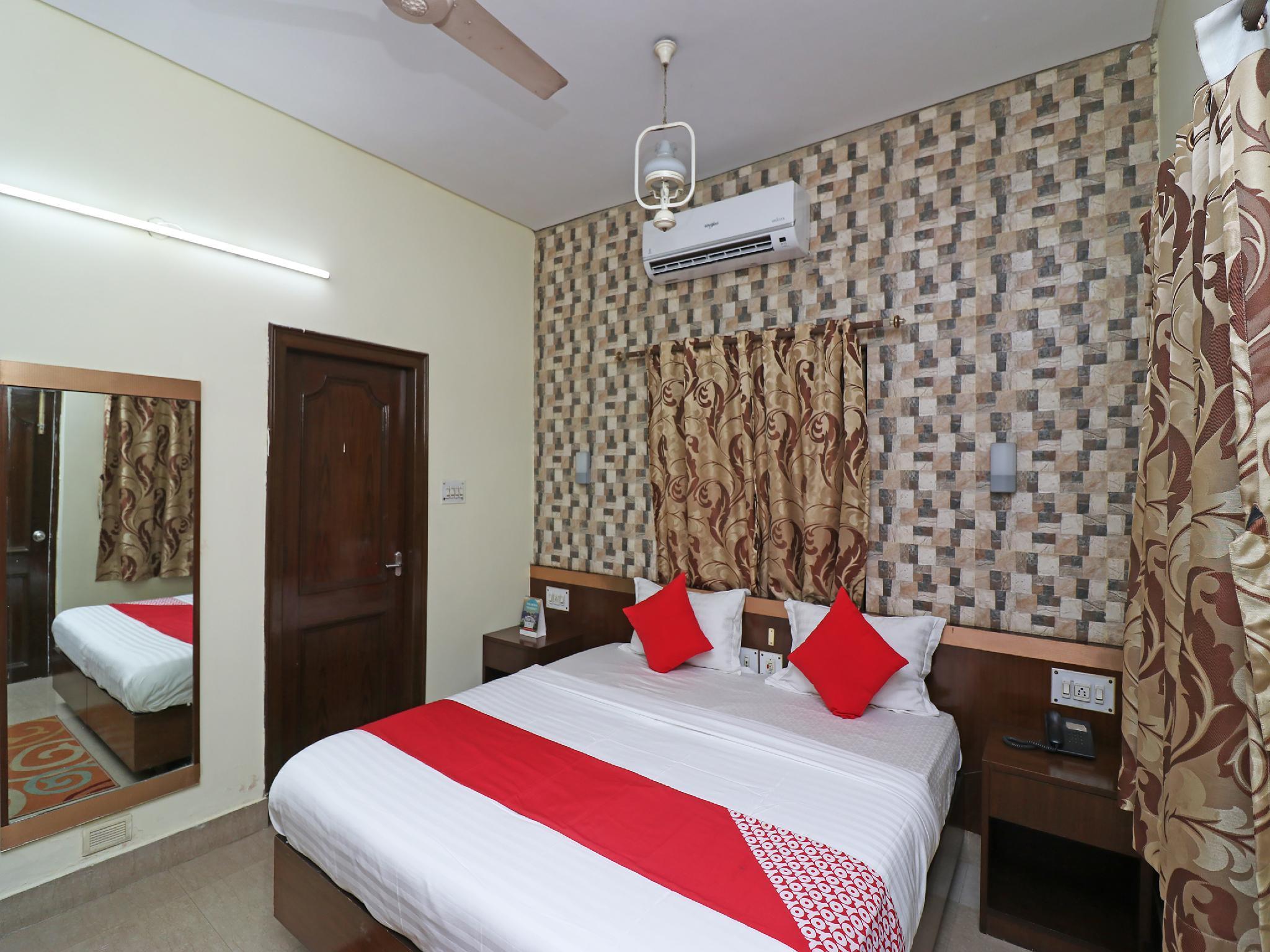 OYO 33375 Madhu Residency 2