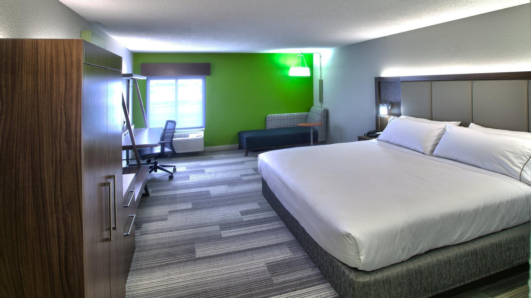 Holiday Inn Express & Suites Evansville North