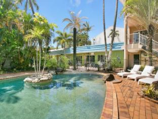 Cairns Rainbow Resort Cairns - Pool Lounge Area