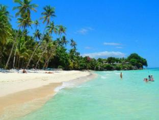 阿罗娜热带海滩度假村