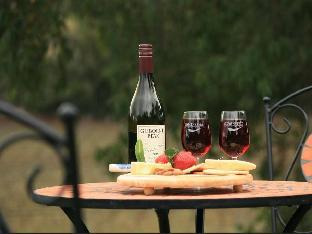 Фото отеля Gisborne Peak Winery Eco Cottages